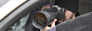 Detektiv fotografiert Verdächtigen